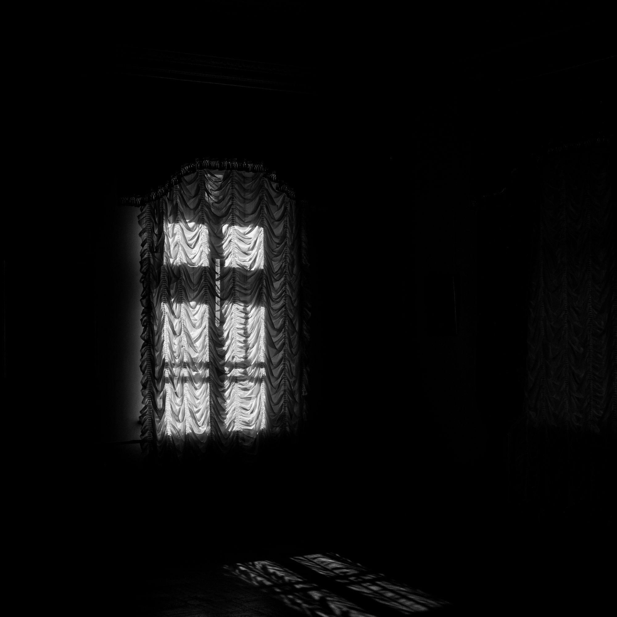 Вікна замку в Качанівці - Photo by Oleksii Marchenko