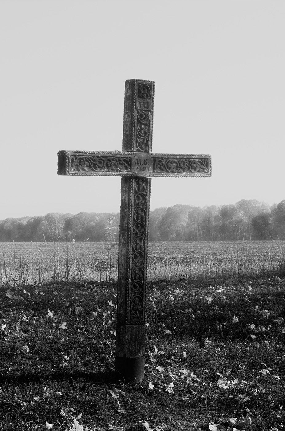 Хрест за церквою Садиби Качанівка - Photo by Oleksii Marchenko